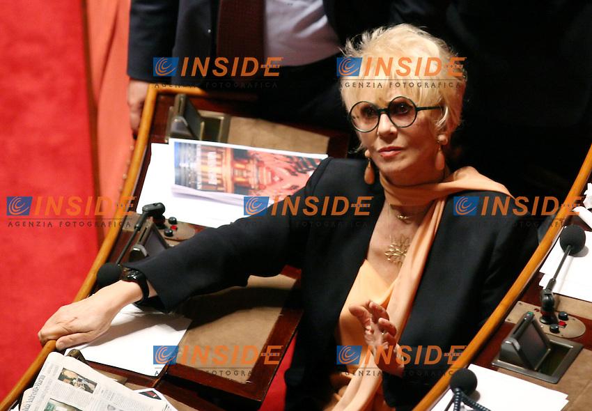 Roma, 28/04/2006 Senato:Votazione per il Presidente<br /> Nella foto la senatrice dell Italia dei Valori Franca Rame <br /> Photo Serena Cremaschi Insidefoto