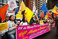 S&Atilde;O PAULO,SP, 07.06.2016 - PROTESTO-SP - <br /> Centrais Sindicais, For&ccedil;a Sindical, UGT, NCST e CSB durante protesto contra os juros altos em frente &agrave; sede do Banco Central, na Avenida Paulista, em S&atilde;o Paulo (SP), na manh&atilde; desta ter&ccedil;a-feira (7). O ato das Centrais acontece no dia em que a reuni&atilde;o do Copom (Comit&ecirc; de Pol&iacute;tica Monet&aacute;ria) se inicia para decidir sobre a taxa b&aacute;sica de juros, que ser&aacute; divulgada na quarta-feira (dia 8). Um drag&atilde;o infl&aacute;vel, de treze metros de altura, &eacute; usado no ato. (Foto: Gabriel Soares/Brazil Photo Press)