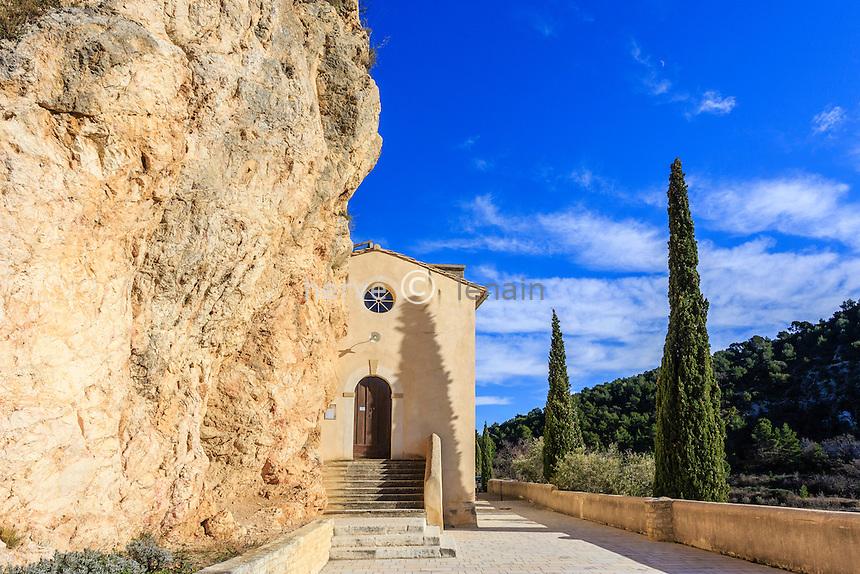 France, Vaucluse (84), La Roque-Alric, l'église contre la roque d'Alric // France, Vaucluse, La Roque-Alric, the church