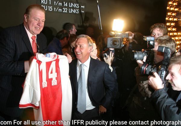 Rotterdam, 29 january 2004.International Film Festival IFFR.Johan Cruijff op de premiere van En Un Momento Dado (regie Ramon Gieling); links oud ajaxdoelman Heinz Stuy met een Ajaxvoetbalshirt nummer 14..Johan Cruijff at the premiere of En Un Momento Dado (directed by Ramon Gieling). To the left is Heinz Stuy, Ajax goalkeeper in the 70's, who presents Cruijff a Ajaxshirt with the famous number 14..Photo by Felix Kalkman.Photo copyright Felix Kalkman Copyright and ownership by photographer. FOR IFFR USE ONLY. Not to be redistributed in any form. Copyright and ownership by photographer. FOR IFFR USE ONLY. Not to be (re-)distributed in any form.