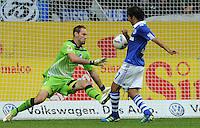 FUSSBALL   1. BUNDESLIGA   SAISON 2011/2012    11. SPIELTAG FC Schalke 04 - 1899 Hoffenheim                            29.10.2011 RAUL (re, Schalke) erzielt gegen Torwart Tom STARKE (li, Hoffenheim) das Tor zum 1:0