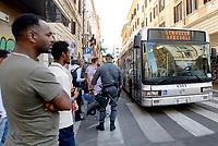 Roma, 19 Agosto 2017<br /> Piazza indipendenza<br /> Servizio Spegiale per gli autobus dell'ATAC che portano via i rifugiati<br /> Polizia sgombera palazzo occupato da 4 anni da circa 500 rifugiati somali ed eritrei
