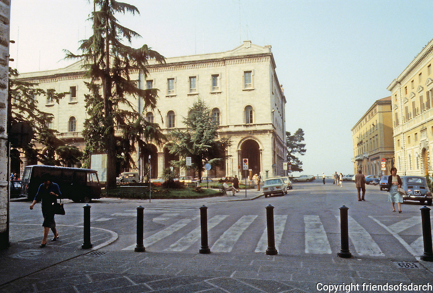 Italy: Perugia--Passing from Corso Vannucci to the Piazza Italia. Photo '83.