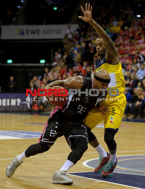 11.04.2015, EWE Arena, Oldenburg, GER, Beko BBL Top Four, Halbfinale, EWE Baskets Oldenburg vs Telekom Baskets Bonn, im Bild Eugene Lawrence (Bonn #10), Julius Jenkins (Oldenburg #22)<br /> <br /> Foto &copy; nordphoto / Frisch