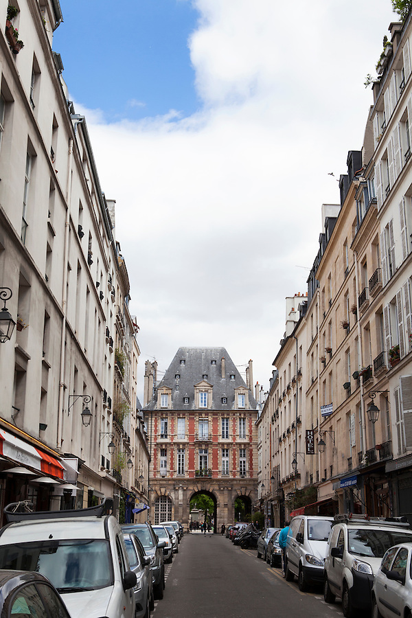 Entrance gate to Place des Vosges park on Rue de Birague, 4th arrondissement, Paris, France, Europe