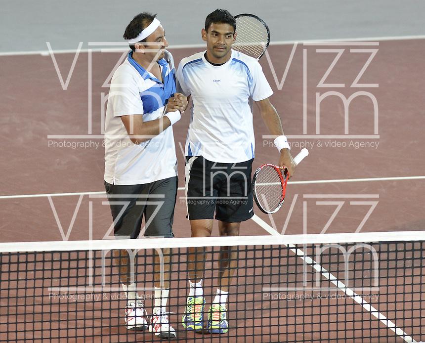 BOGOTÁ -COLOMBIA. 19-07-2013. Purav Raja (IND) (D)/Divij Sharan (IND) (I) celebran el triunfo ante Juan Sebastián Cabal (COL)/Robert Farah (COL) en juego de dobles en las semifinales del ATP Claro Open Colombia 2013 realizado hoy en el Centro de Alto Rendimiento en la ciudad de Bogotá./ Purav Raja (IND)(R)/ Divij Sharan (IND)(L) celebrate a victory over Juan Sebastián Cabal (COL)/Robert Farah (COL) in match on semifinals of the ATP Claro 2013 today at Centro Alto Rendimiento in Bogota city. Photo: VizzorImage / Str