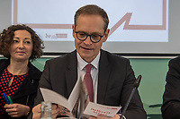 """Pressekonferenz des Regierenden Buergermeisters, Michael Mueller (SPD) und der Buergermeisterin Ramona Pop (Buendnis 90/Die Gruenen) sowie dem Buergermeister Dr. Klaus Lederer (Linkspartei) zum Thema """"Zweieinhalb Jahre Rot-Rot-Gruen"""".<br /> Im Bild vlnr.: Ramona Pop, Michael Mueller.<br /> 5.3.2019, Berlin<br /> Copyright: Christian-Ditsch.de<br /> [Inhaltsveraendernde Manipulation des Fotos nur nach ausdruecklicher Genehmigung des Fotografen. Vereinbarungen ueber Abtretung von Persoenlichkeitsrechten/Model Release der abgebildeten Person/Personen liegen nicht vor. NO MODEL RELEASE! Nur fuer Redaktionelle Zwecke. Don't publish without copyright Christian-Ditsch.de, Veroeffentlichung nur mit Fotografennennung, sowie gegen Honorar, MwSt. und Beleg. Konto: I N G - D i B a, IBAN DE58500105175400192269, BIC INGDDEFFXXX, Kontakt: post@christian-ditsch.de<br /> Bei der Bearbeitung der Dateiinformationen darf die Urheberkennzeichnung in den EXIF- und  IPTC-Daten nicht entfernt werden, diese sind in digitalen Medien nach §95c UrhG rechtlich geschuetzt. Der Urhebervermerk wird gemaess §13 UrhG verlangt.]"""