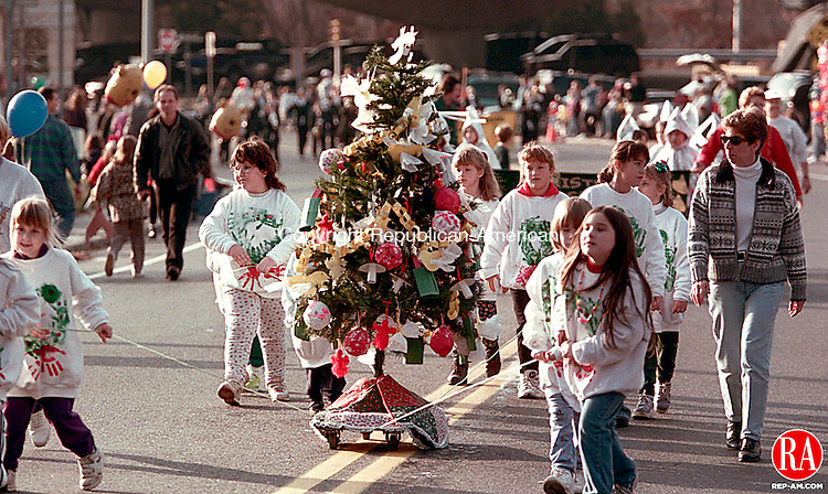SEYMOUR, CT 11/29/98 --1129JH03.tif--Members of the Brownie Troop number 23 of Derby marched with a Christmas tree decorated with ornaments from around the world in the annual Christmas parade in Seymour Sunday. JOHN HARVEY staff photo for Thomas story.