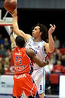 GRONINGEN -  Basketbal, Donar - New Heroes Den Bosch, Martiniplaza, Dutch Basketbal League, seizoen 2018-2019,  26-01-2019, Donar speler Sean Cunningham met Den Bosch speler Keshun Sherrill
