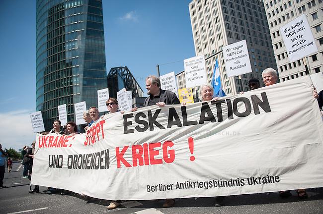 Unter dem Motto &quot;Stoppt Eskalation und drohenden Krieg&quot; demonstrierten am Samstag den 31. Mai 2014 in Berlin ca. 1.00 bis 1.200 Menschen gegen die kriegerischen Auseinandersetzungen in der Ukraine. Sie werfenden westlichen Regierungen u.a. die Zusammenarbeit mit ukrainischen Faschisten vom &quot;Rechten Sektor&quot; und der Partei Swoboda vor, die einen Putsch gegen die Regierung in der Ukraine durchgefuehrt haben. Die Demonstranten solidarisierten sich mit antifaschistischen und linken Kraeften in der Ukraine, die von der Regierung zum Teil militaerisch verfolgt werden. Die Demonstranten befuerchten, dass sich die Krise in der Ukraine in einen offenen Krieg ausweiten kann.<br /> Die Demonstration bestand hauptsaechlich aus Mitgliedern linker Organisationen wie DKP, Trotzkisten, MLPD, KPD, ARAB und Linkspartei sowie einigen Teilnehmern der verschwoerungstheoretischen &quot;Montagsdemo-Mahnwache&quot;.<br /> 31.5.2014, Berlin<br /> Copyright: Christian-Ditsch.de<br /> [Inhaltsveraendernde Manipulation des Fotos nur nach ausdruecklicher Genehmigung des Fotografen. Vereinbarungen ueber Abtretung von Persoenlichkeitsrechten/Model Release der abgebildeten Person/Personen liegen nicht vor. NO MODEL RELEASE! Don't publish without copyright Christian-Ditsch.de, Veroeffentlichung nur mit Fotografennennung, sowie gegen Honorar, MwSt. und Beleg. Konto:, I N G - D i B a, IBAN DE58500105175400192269, BIC INGDDEFFXXX, Kontakt: post@christian-ditsch.de<br /> Urhebervermerk wird gemaess Paragraph 13 UHG verlangt.]