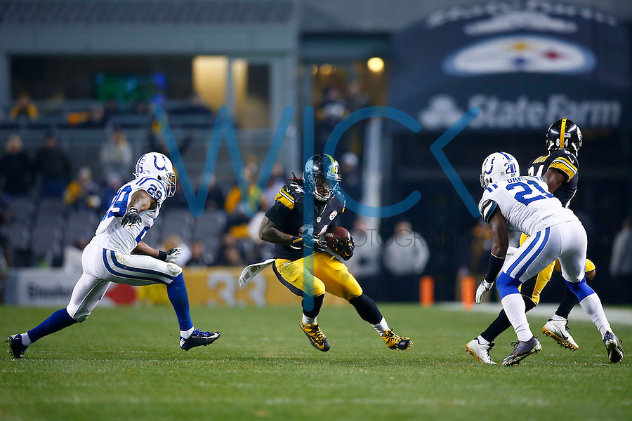 DeAngelo Williams #34 of the Pittsburgh Steelers carries the ball against the Indianapolis Colts  in the second half during the game at Heinz Field on December 6, 2015 in Pittsburgh, Pennsylvania. (Photo by Jared Wickerham/DKPittsburghSports)