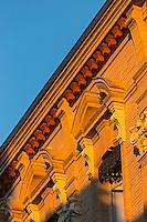 France, Haute-Garonne (31), Toulouse,  Détail immeuble rue Gambetta // France, Haute Garonne, Toulouse, Rue Gambetta retail building