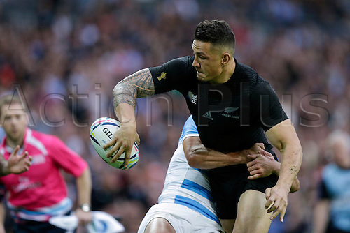 20.09.2015. London, England. Rugby World Cup. New Zealand versus Argentina.  New Zealand replacement back Sonny Bill Williams with an offload