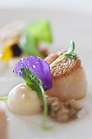 Europe/France/Pays de la Loire/44/Loire Atlantique/Nantes:  Coquilles Saint-Jacques en viennoise de cèpes, crème épaisse de céleri-rave - Recette de Jean-Yves Guého   du restaurant: L'Atlantide