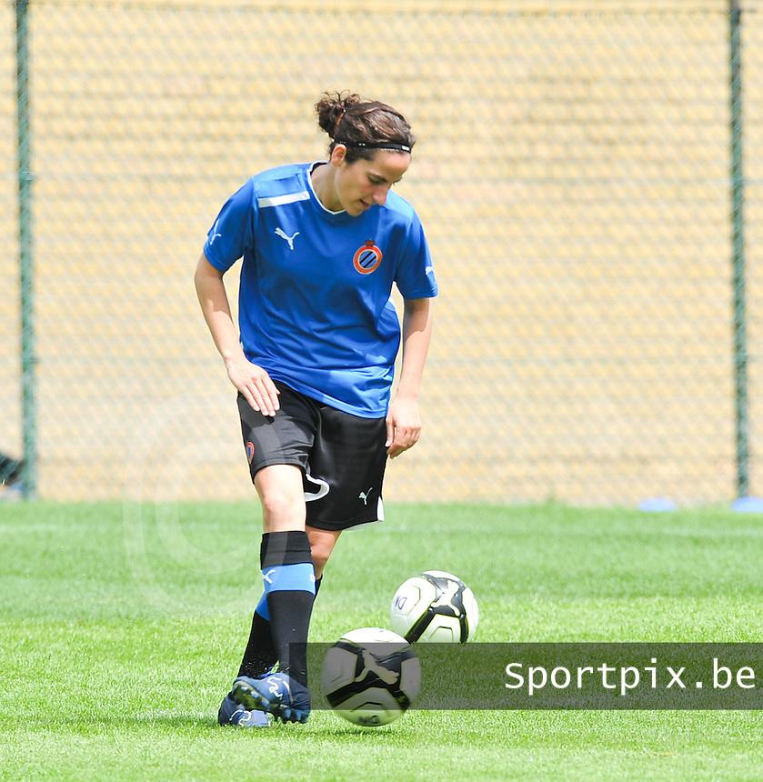 eerste training Club Brugge Dames : Lore Dezeure.foto DAVID CATRY / Vrouwenteam.be