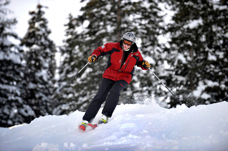 At the end of the third day of Bumps for Boomers, Jim Rogers, 58, of Summit County, CO, takes an aggresive line down Bell Mountain, on Aspen Mountain. Michael Brands for The New York Times.