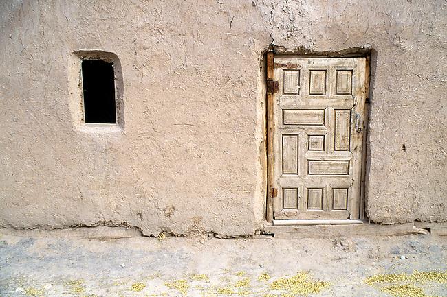 UZBEKISTAN, KHIVA, OLD TOWN, LOCAL HOUSE, DOOR & WINDOW