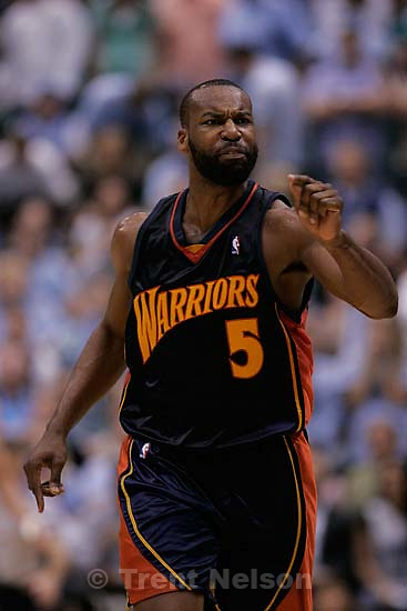 Salt Lake City - Golden State Warriors guard Baron Davis (5) protests a non-call in the fourth quarter.  Utah Jazz vs. Golden State Warriors, NBA Playoff basketball, Game 5, at EnergySolutions Arena.
