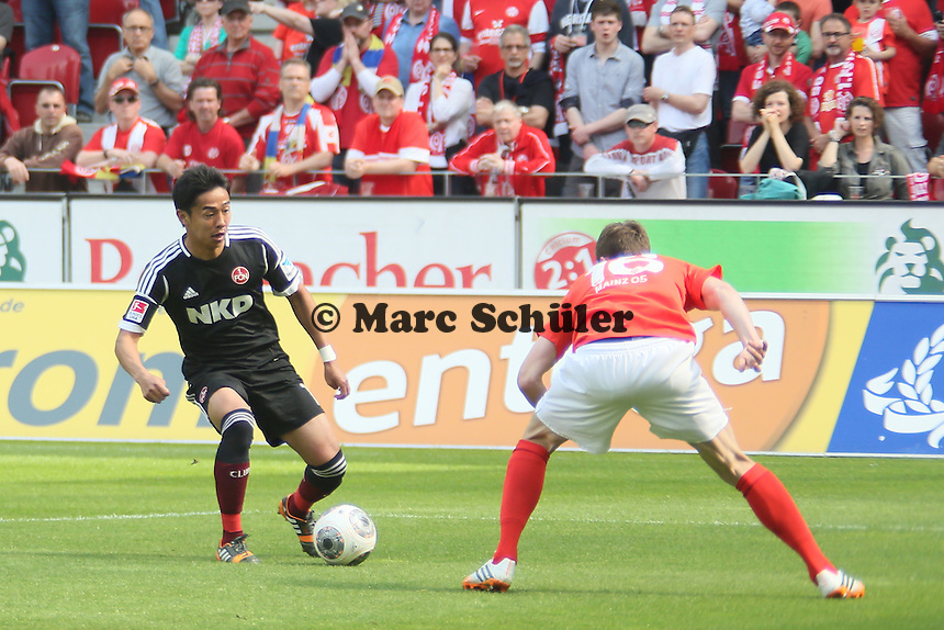 Hiroshi Kiyotake (Nürnberg) gegen Stefan Bell (Mainz) - 1. FSV Mainz 05 vs. 1. FC Nürnberg, Coface Arena,