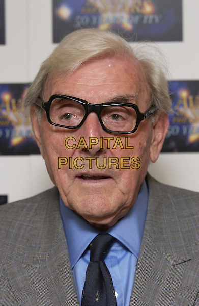 "ERIC SYKES.""Avenue of the Stars - 50 Years of ITV"".LWT Studios.London, 18 September 2005.© Steve Finn/Capital Pictures.Ref: FIN.portrait headshot .www.capitalpictures.com.sales@capitalpictures.com.© Capital Pictures."