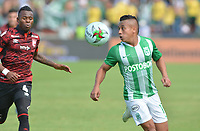 MEDELLIN - COLOMBIA, 05-05-2019: Vladimir Hernandez de Nacional disputa el balón con Carlos Arboleda de Santa Fe durante partido entre Atlético Nacional e Independiente Santa Fe por la fecha 20 de la Liga Águila I 2019 jugado en el estadio Atanasio Girardot de la ciudad de Medellín. / Vladimir Hernandez of Nacional fights for the ball with Carlos Arboleda of Santa Fe during match between Atletico Nacional and Independiente Santa Fe for the date 20 of the Liga Aguila I 2019 played at the Atanasio Girardot Stadium in Medellin city. Photo: VizzorImage / Leon Monsalve / Cont