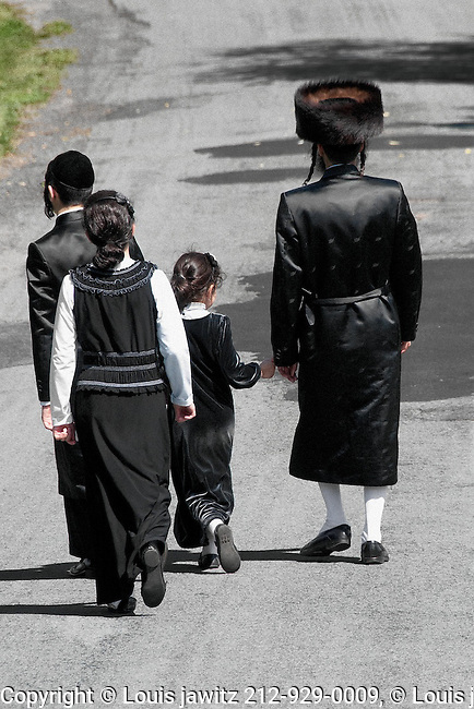 Walking,temple, traditional, dress, hasid jew,road,vertical,backs,fur,hat,