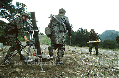 Isone-Tessin, septembre 1996.Caserne des grenadier, entraînement au mortier..Military training in mortar.© J.-P. Di Silvestro / Le Courrier