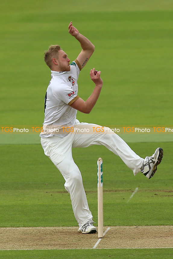 Jamie Porter in bowling action for Essex during Hampshire CCC vs Essex CCC, Specsavers County Championship Division 1 Cricket at the Ageas Bowl on 29th April 2018