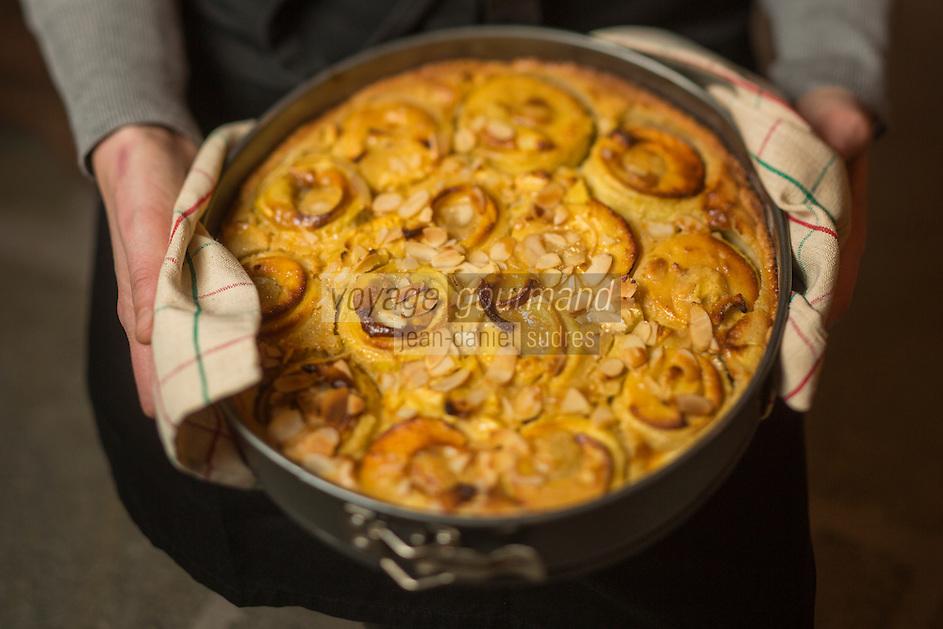 Italie, Val d'Aoste, Aoste: Tarte aux pommes de Jeannette de la Chambre d'hôtes Maison Bondaz // Italy, Aosta Valley, Aosta: Jeannette, apple pie, guest house Bondaz
