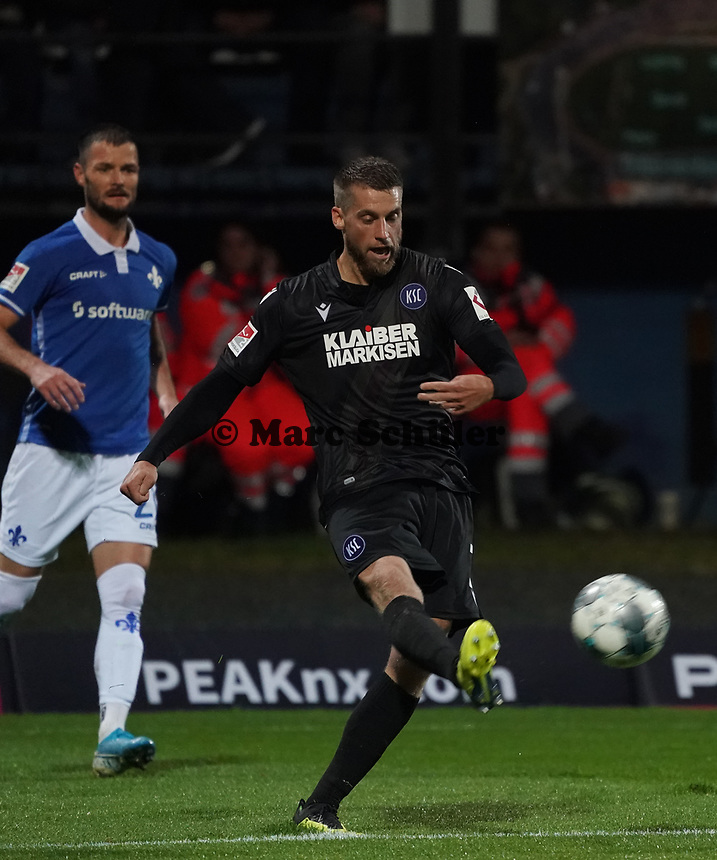 Marc Lorenz (Karlsruher SC) - 04.10.2019: SV Darmstadt 98 vs. Karlsruher SC, Stadion am Boellenfalltor, 2. Bundesliga<br /> <br /> DISCLAIMER: <br /> DFL regulations prohibit any use of photographs as image sequences and/or quasi-video.