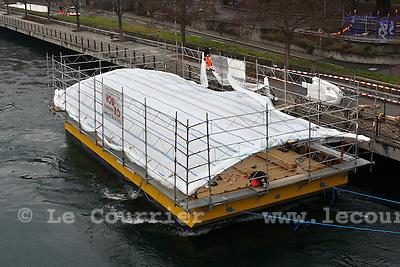 Genève, le 25.01.2010.Le bateau-lavoir, ammaré au quai du seujet..© Le Courrier / J.-P. Di Silvestro
