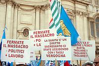 Roma 1 Settembre 2011.Manifestazione dei sindacati CISL, UIL, UGL, di lavoratori e pensionati davanti alla sede del Senato, per esercitare una pressione nei confronti delle forze parlamentari affinché apportino le modifiche avanzate dalle organizzazioni sindacali, nella  manovra finanziaria per il pareggio di bilancio.