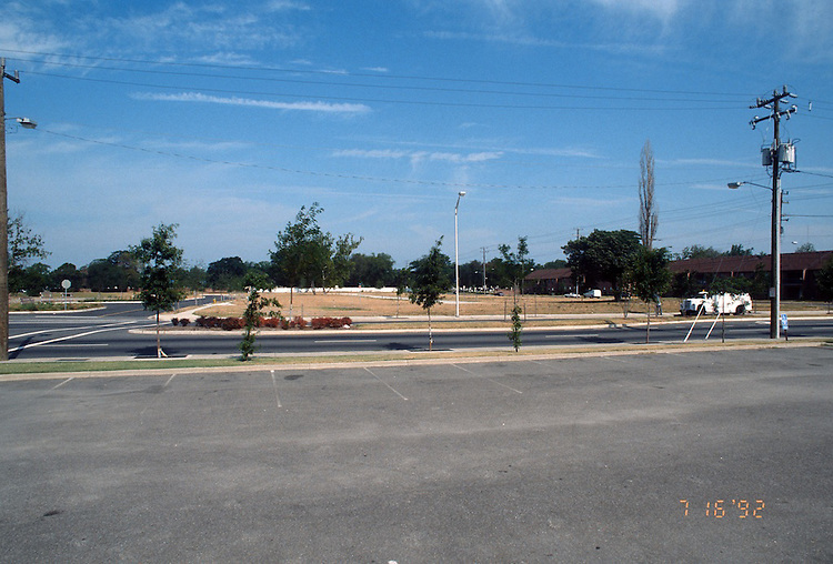 1992 July 16..Redevelopment.Huntersville 1&2 (R-70)..LOTS FOR SALE.HUNTERSVILLE 2 PARCEL 218 SITE 3...NEG#.NRHA#..