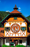 Deutschland, Baden-Wuerttemberg, Schwarzwald, Triberg-Schonachbach: weltgroesste Kuckucksuhr   Germany, Baden-Wuerttemberg, Black Forest, Triberg-Schonachbach: world's largest cuckoo clock