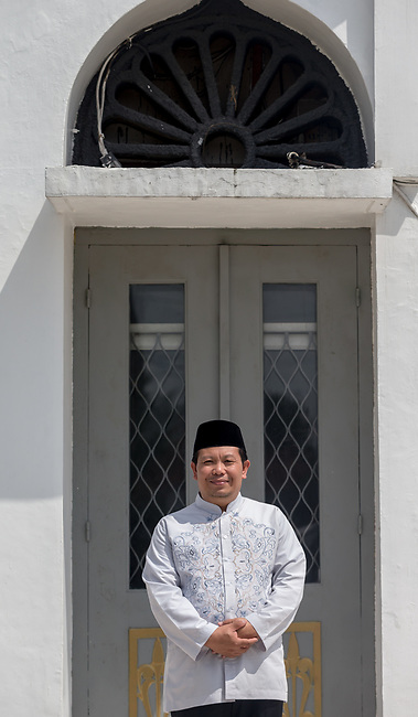 23 JAN, 2018, Jakarta, Indonesia: Dr Zahraudin Sultoni, Director for Social Affairs and Islamic studies at the Al-Azhar Great Mosque. Dr Sultoni is discussing the rise of Islamic fashion and the massive revenue boost the sector is bringing to the Indonesian economy and individual designers and industry as a whole as well as religious scholars views of what is required of modest fashion.. Pictured in Jakarta by Graham Crouch for Luzerner Zeitung