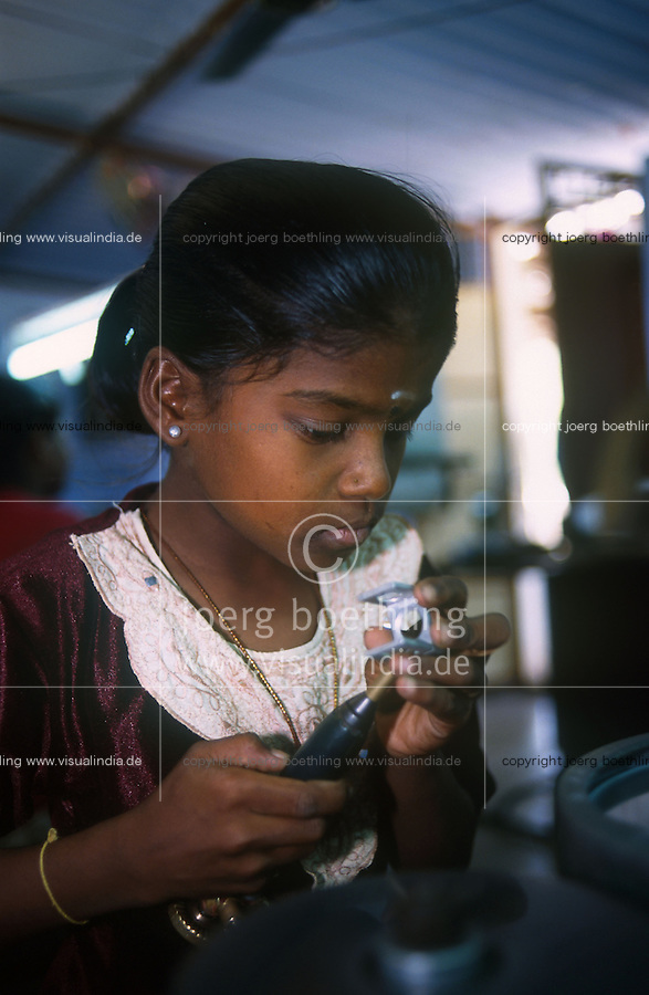 INDIA Tamil Nadu, Karur, child labour, girl work in a polishing unit for artificial synthetic gems, she is polishing the stones  / INDIEN, Kinderarbeit, Maedchen arbeitet in einer kleinen Edelsteinschleiferei im Dorf V. Pudur bei Karur, hier werden Halbedelsteine und kuenstliche Edelsteine poliert