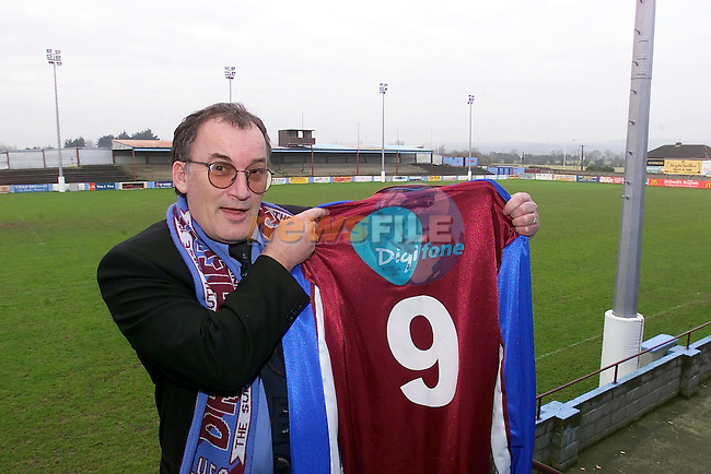 Alan Williams holding the Drogheda united Colours..Picture Fran Caffrey Newsfile.