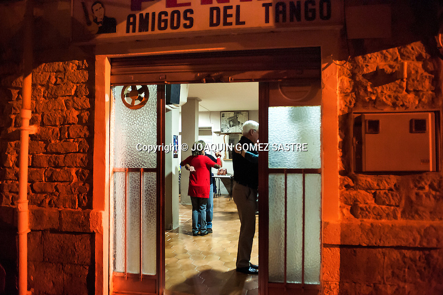 a tango classes at the local  of association Friends of Tango <br />  PHOTO &copy; JOAQUIN GOMEZ  SASTRE