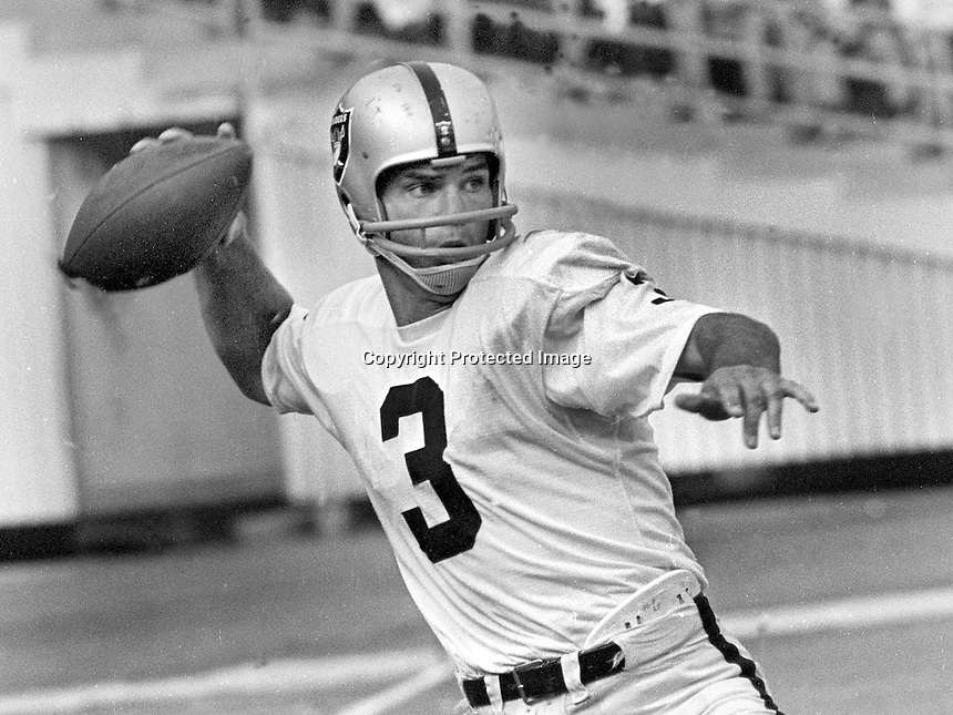 Oakland Raider QB Daryle Lamonica (1969 photo/Ron Riesterer)