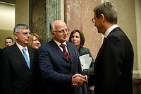 Berlin, Aussenminister Guido Westerwelle (FDP, r.) gratuliert dem Präsidenten des Parlaments der Republik Kroatien, Josip Leko am Freitag (07.06.13) im Bundesrat nach der Abstimmung über den EU-Beitritt von Kroatien. Der Bundesrat stimmte für die Aufnahme Kroatiens als EU-Mitglied. Nach zehnjährigem Aufnahmeverfahren soll das Land am 1. Juli als 28. Mitglied in die EU aufgenommen werden. Foto: Steffi Loos/CommonLens