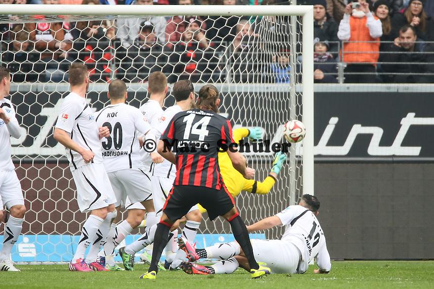 Freistoss Alex Meier (Eintracht) knapp am Tor vorbei - Eintracht Frankfurt vs. SC Paderborn 07, Commerzbank Arena