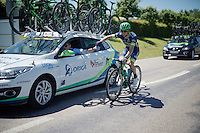 Michael 'Bling' Matthews (AUS/Orica-BikeExchange) getting water bottles from the car on this hot day<br /> <br /> stage 16: Morain-en-Montagne to Bern (SUI) / 209km<br /> 103rd Tour de France 2016