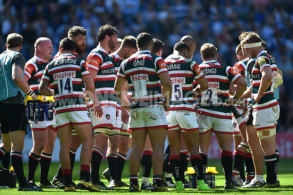 Leicester Tigers players look dejected after conceding a try. The Clash, Aviva Premiership match, between Bath Rugby and Leicester Tigers on April 8, 2017 at Twickenham Stadium in London, England. Photo by: Patrick Khachfe / Onside Images