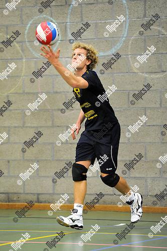 2012-10-13 / Volleybal / Seizoen 2012-2013 / Amigos Zoersel / Robin Blondeel..Foto: Mpics.be