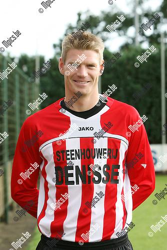 2009-07-21 / Seizoen 2009-2010 / Voetbal / KFC Nieuwmoer / Wesley Geuens..Foto: Maarten Straetemans (SMB)