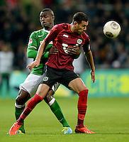 FUSSBALL   1. BUNDESLIGA   SAISON 2013/2014   11. SPIELTAG SV Werder Bremen - Hannover 96                         03.11.2013 Assani Lukimya (SV Werder Bremen) gegen Deniz Kadah (re, Hannover)