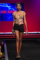 S&Atilde;O PAULO-SP-03.03.2015 - INVERNO 2015/MEGA FASHION WEEK -CVL Jeans/<br /> O Shopping Mega Polo Moda inicia a 18&deg; edi&ccedil;&atilde;o do Mega Fashion Week, (02,03 e 04 de Mar&ccedil;o) com as principais tend&ecirc;ncias do outono/inverno 2015.Com 1400 looks das 300 marcas presentes no shopping de atacado.Br&aacute;z-Regi&atilde;o central da cidade de S&atilde;o Paulo na manh&atilde; dessa segunda-feira,02.(Foto:Kevin David/Brazil Photo Press)