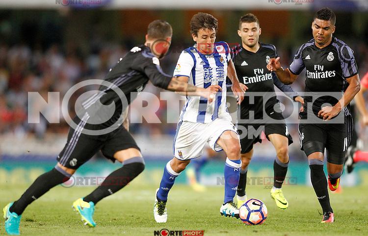 Real Sociedad's Mikel Oyarzabal (2l) and Real Madrid's Sergio Ramos (l), Mateo Kovacic (c-r) and Carlos Henrique Casemiro during La Liga match. August 21,2016. (ALTERPHOTOS/Acero) /NORTEPHOTO