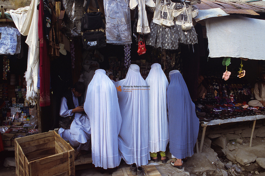 Women with Burka at the market