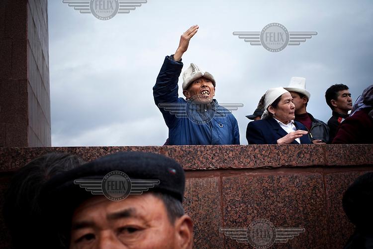 An anti-Bakiyev gathering on the main square in Osh clashes with a pro-Bakiyev gathering, after President Kurmanbek Bakiyev was overthrown.